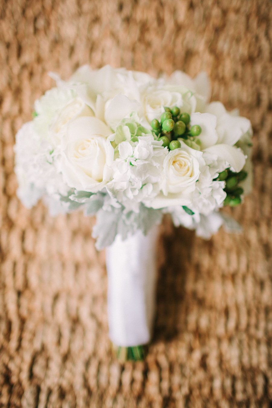 aliso viejo country club wedding, dusty miller wedding, green & grey wedding decor, southern california fine art wedding photographer, white & green wedding bouquet